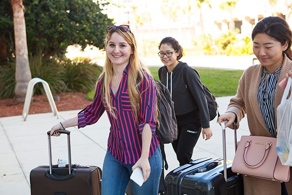 Tips For Befriending Internationals - Group Of Young Women Photo
