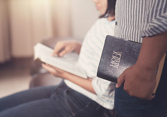 Tools For Reaching Internationals - Bible Reading Photo